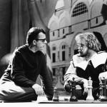 De kleine monnik en Federzoni bij een spelletje schaak