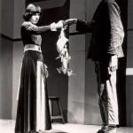 Virginia (Ine Corsten) en de poelier (Stan Verhaeren)