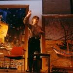 Kees tussen onze van Gogh's tegen de muur en op de vloer