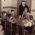 Kleuterschool , met zuster Hyacintha 1955