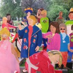 Grote poppenparade bij de opening