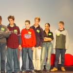 Mythersteam op het podium (de drie rechts)