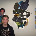 Aaron bij zijn skateboard