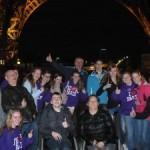 Parijs, groepsfoto onder de Eiffeltoren