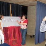Stand-upje bij de ingang van de aula