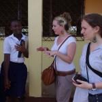 Elaine en Marjolein in gesprek mat twee Labone studenten