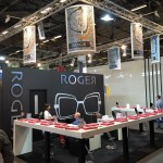 De stand van Roger met de lampenkappen en displays van Romy