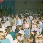 1988 Huub Hangop speelt in een volle aula