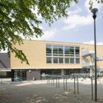 Leshuis 6 vanaf het schoolplein met fietsenstalling