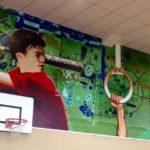 Wandversiering in de gymzaal