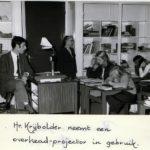 1971: Collega Krijbolder (Engels) nemt een wonder van techniek in gebruik