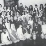 1970: geslaagden laatste MMS klas met hun docenten