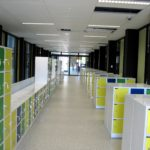 Kleurige kluisjes in de gangen
