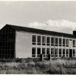 1957: het toekomstig brugklasgebouw tussen de landerijen