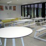 Een deel van de overblijfruimte die eventueel tot klaslokaal getransformeerd kan worden