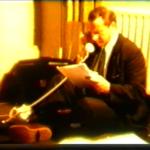 Schermafdruk van Walther op de grond aan het werk