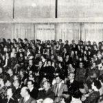 Een aula vol genodigden