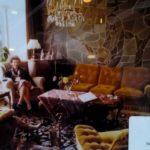 De huiskamer van de familie Van Voorden met mozaiek