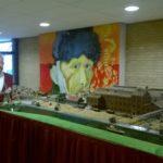 De suikerfabriek van Zevenbergen in model onder toezicht van Van Gogh
