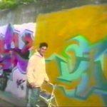 Een van de grafitti artists aan het werk