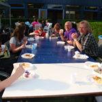 Met collega Ron en de leerlingen aan tafel