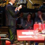 9. Paul Rosemuller aan tafel