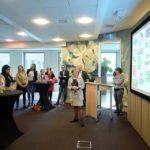 8. Burgemeester Miranda de Vries tijdens de afsluitende bijeenkomst met alle deelnemers