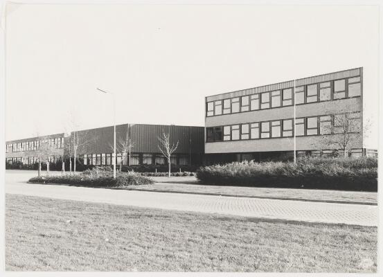 Het hoofdgebouw in de zeventiger jaren