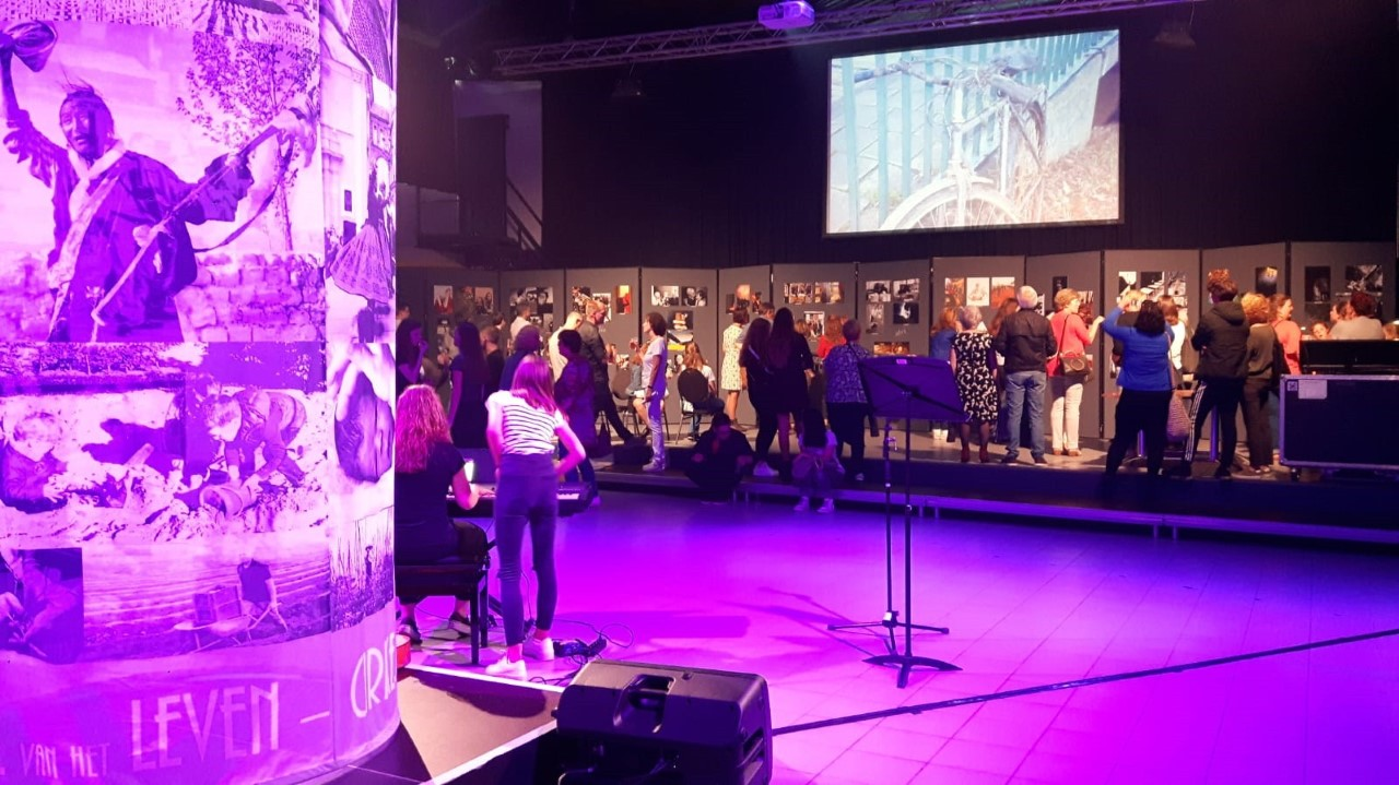 Totaalbeeld van de expo in de evenementenhal