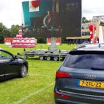 Drive-in bios met rector Jan in kamerjas