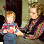 1980 Zr. Marie Virgo als oppas met dochterlief
