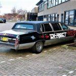 De limo van Di-rect op de parkeerplaats van de KSE