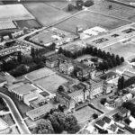 Luchtopname van het complex uit 1965