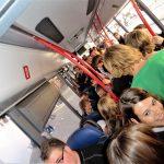 Terug naar huis in een volle bus